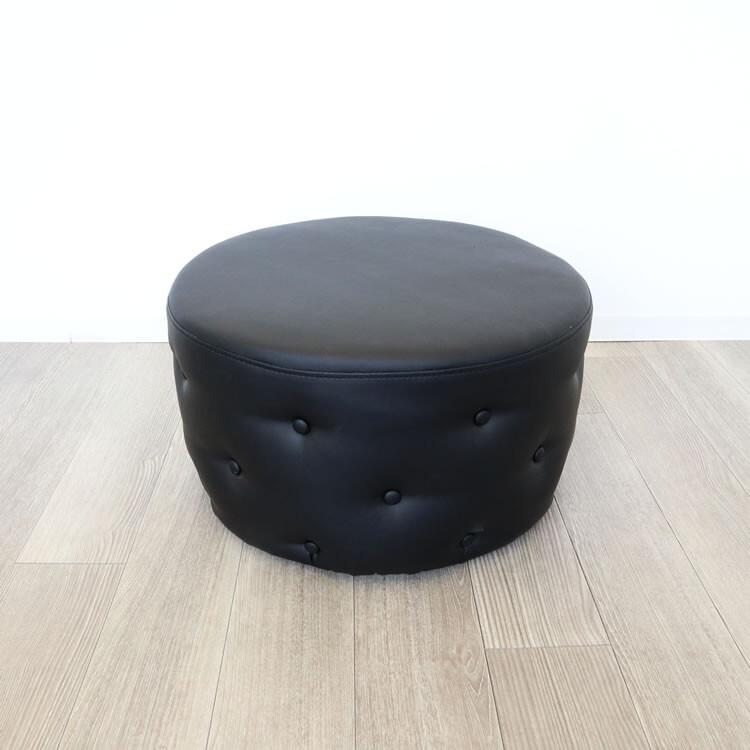 送料無料 シックなモダンテイスト オットマン スツール チェアー レザー 合皮 デザイナー コンパクト 円型 丸型 一人掛けスツール 腰掛け いす 椅子 チェアー 玄関 キッチン リビング おしゃれ レトロ アンティーク クラシック