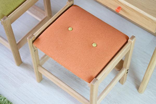 送料無料 デスクチェア 学習チェア スツール ナチュラル×オレンジ オーク無垢材 木製 椅子 おしゃれ モダン 北欧 ミッドセンチュリー 高級感 子供