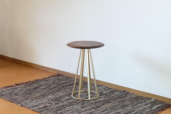 送料無料 サイドテーブル 幅44cm 円形 丸型 ナイトテーブル 木製 コンパクト ウォルナット無垢材 ベッドサイドチェスト ソファーサイドテーブル コンパクト 花台 おしゃれ 北欧 ミッドセンチュリー シンプル モダン 高級感