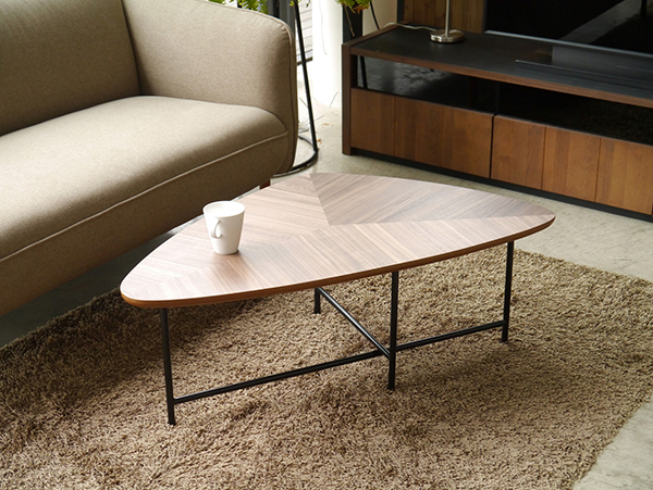 リビングテーブル カフェ 三角形 ウォールナット スチール センターテーブル ローテーブル アルボ おしゃれ デザイン 作業台 机 カフェ 北欧 モダン 高級感