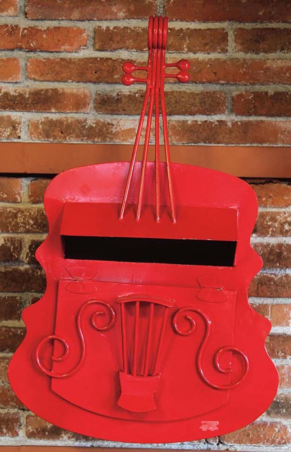 バイオリンポスト 赤 アイアン ポスト メールボックス 郵便受け箱 アンティーク 郵便 手紙 新聞受け 新聞 スタンド おしゃれ レトロ
