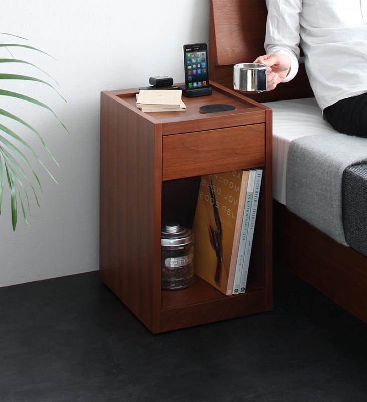 送料無料 完成品 ナイトテーブル 幅30cm コンセント 収納付き コンパクトサイズ ジョカトーレ サイドテーブル 引き出し付き 木製 キャスター付き コンセント付き 天然木 おしゃれ