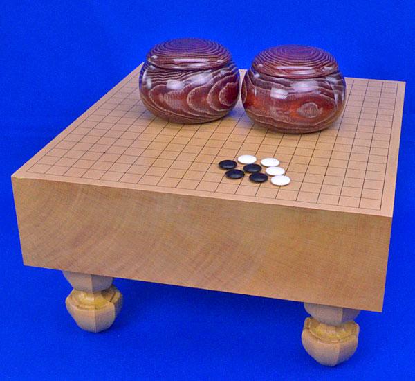 囲碁 新桂4寸足付碁盤セット(蛤碁石25号・木製碁笥栗大)