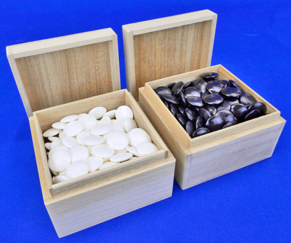 数量限定特売品の蛤碁石セット 日向特製蛤碁石 22号 実用 (厚み6.3mm) ※碁笥桐製角箱付き