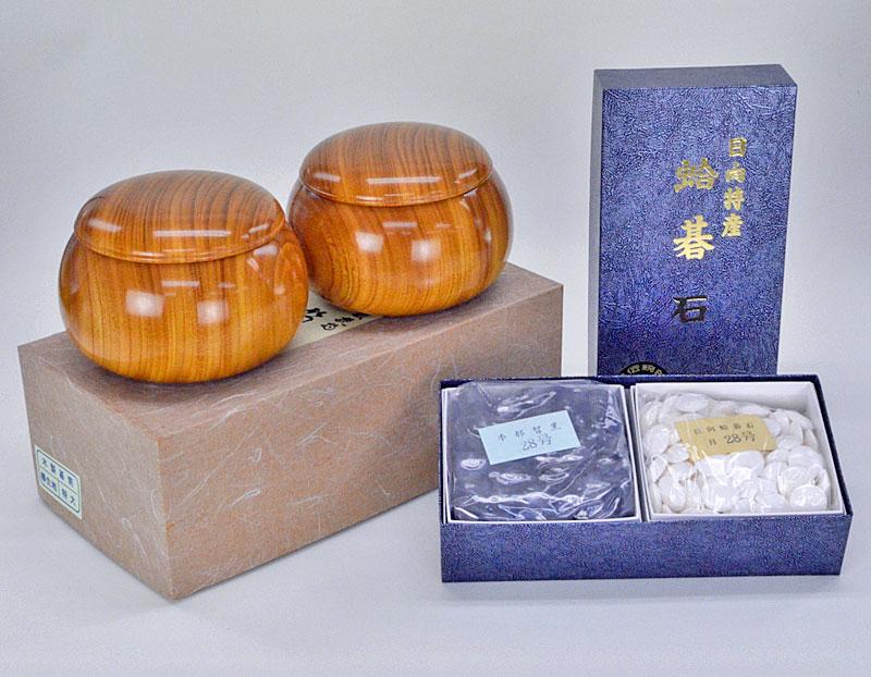 日向特産蛤碁石 28号 月印(厚み7.5mm) ※欅碁笥付き