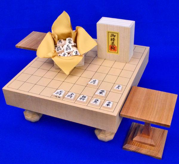 将棋セット 新桂2寸ハギ足付将棋盤セット(将棋駒白椿上彫駒)
