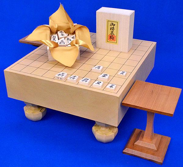 将棋セット 本桂3寸足付将棋盤セット【特売品】(将棋駒白椿上彫駒)