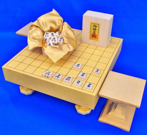 将棋セット 新かや2寸一枚板足付将棋盤セット(木製将棋駒白椿上彫駒)