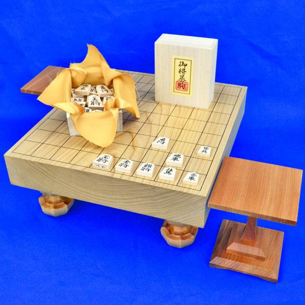 将棋セット 国産栓2寸一枚板足付将棋盤セット(木製将棋駒白椿上彫駒)