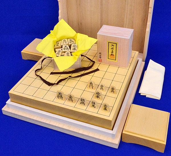 木製将棋セット ヒバ2寸卓上将棋盤セット(将棋駒薩摩産本黄楊特上彫錦旗書)
