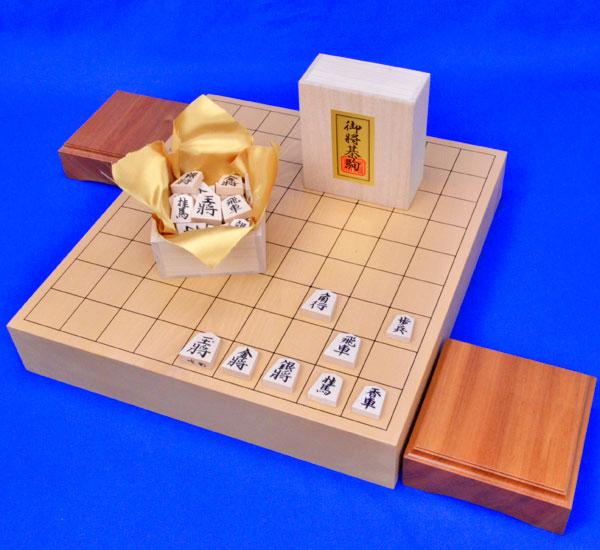 将棋セット 本桂2寸一枚板卓上将棋盤セット【特売品】(将棋駒白椿上彫駒)