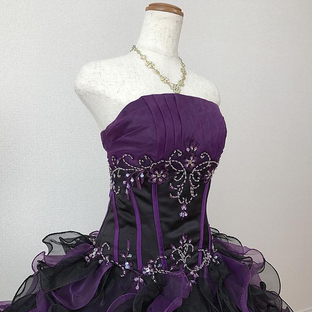 040abb4ce14d7 商品説明結婚式の二次会や、演奏会などで映えるボリュームたっぷりのカラードレス! 背中編み上げタイプなので、ご自身の体のラインに沿って サイズ を微調整できます。