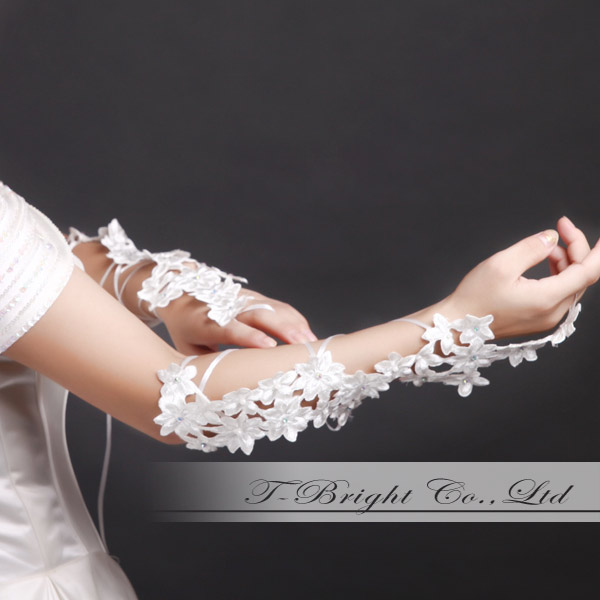 ☆Sale ☆ 4,980 yen → 2,980 yen ☆ fingerless embroidery glove ☆ off-white (g208) for a limited time