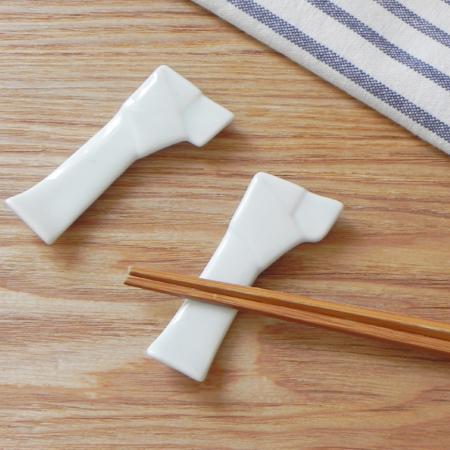 結び箸置き(ホワイト)はし置き/はしおき/和食器/白い食器/白い箸置き/シンプルな箸置き/縁起物/祝い物/白/おしゃれ/かわいい/おもてなし/来客用/業務用/パーティー