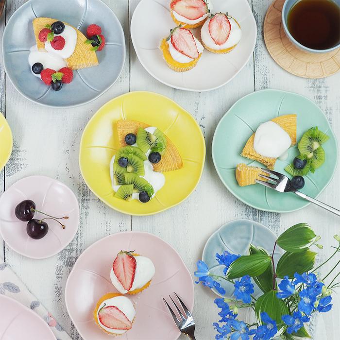 和洋様々な料理に使えるかわいいプレート 磁器 美濃焼 日本製 電子レンジ可 食洗機可 中皿 フラワープレート 15cm Flowerプレート お皿 皿 和食器 洋食器 5☆大好評 サラダ皿 デザートプレート かわいい カフェ食器 来客用 おしゃれ オンライン限定商品 取り皿 おもてなし パステルカラー パン皿 ケーキ皿 食器