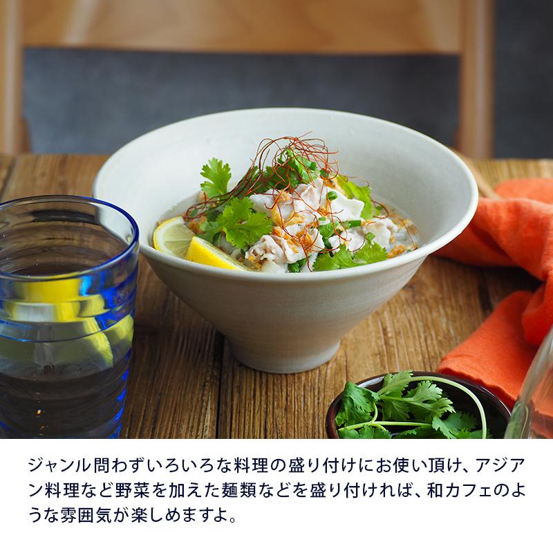 白い食器感覚で使えるシンプルなベージュの丼