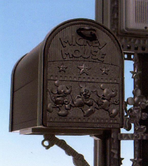 ディズニーと暮らそうよ。郵便ポスト[ディズニーポスト ミッキーC型 本体のみ]【送料込】【smtb-tk】