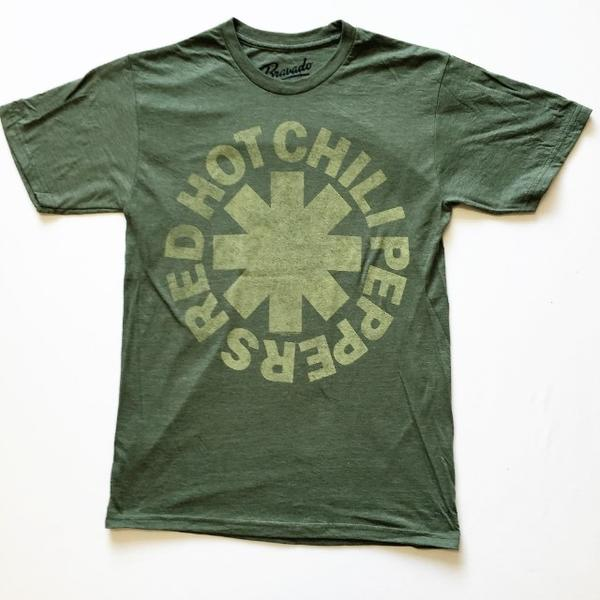 7e421608 RED HOT CHILI PEPPERS UK from LA miksche band became the greatest rock band.  The essence of miksche US punk and Funk! A rare tour t-shirt!