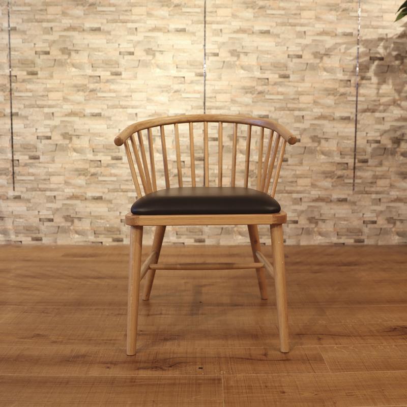 商品名| HALLO ハロー ダイニングチェア 一脚単品サイズ| 幅 52cm 奥行52cm 高さ73cm材 料| オーク無垢材/ソフトレザー張り脚部:ウレタン塗装 張地:ソフトレザー北欧テイスト 食卓用 ミッドセンチュリーレトロ ナチュラル 卓椅子 イス