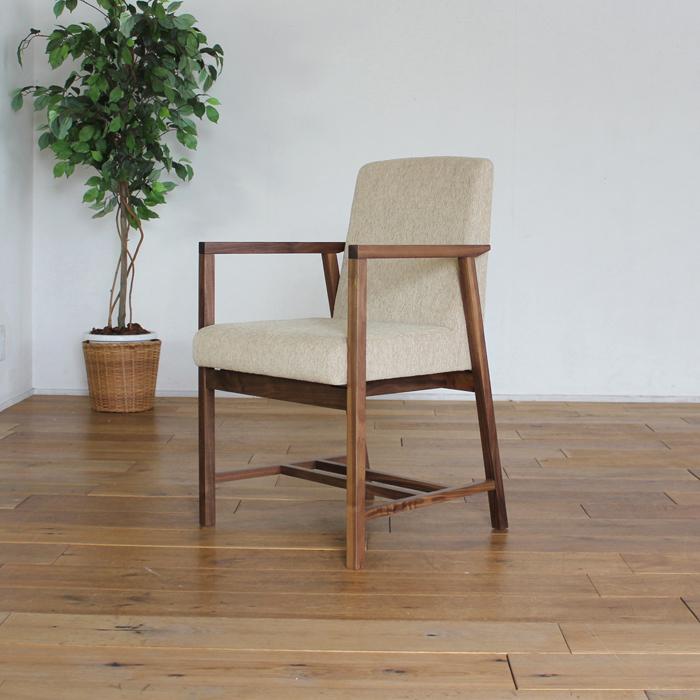 LIVWOOD商品名| エルダ ダイニングチェア 肘付きカラー| ブラウン ウォールナットサイズ| 幅 490 奥行 562 高さ 790 mm生産国| 国産 日本製張り地| Aランク北欧 食卓椅子