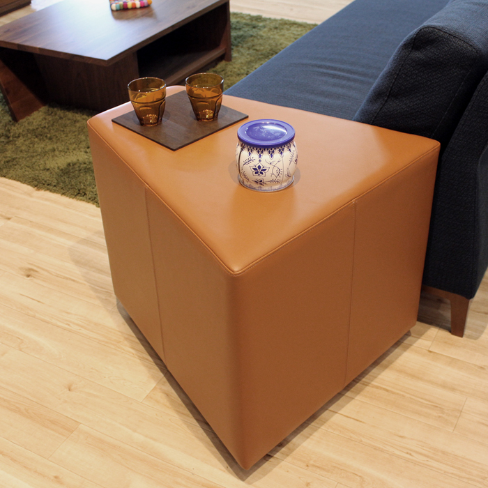 LIVWOOD商品名| ホリック アームスツール 本革カラー| 6種類の張地カラーから選択サイズ| 幅 600 奥行 650 高さ 550 mm生産国| 国産 日本製 大分県張り地| 本革北欧 シンプル サイドテーブル