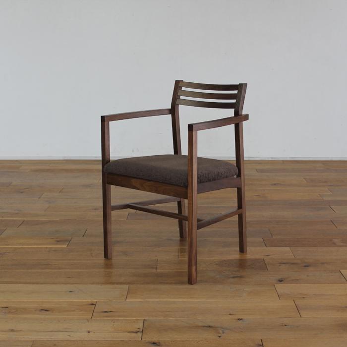 LIVWOOD商品名| ジェミニ ダイニングチェア アームタイプカラー| ブラウン ウォールナットサイズ| 幅 480 奥行 480 高さ 740 mm生産国| 国産 日本製張り地| Aランク北欧 肘付き 食卓椅子