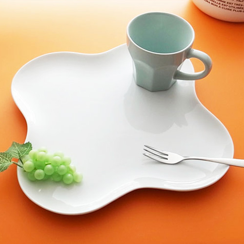 綺麗に4種盛り♪食材が映えるワンプレート。 MT 26cm プレート(アウトレット)白い食器 ランチプレート 四品 4品 デザート盛り合わせ 皿 サンドイッチプレート フラット 食器 おしゃれ 白 日本製 磁器