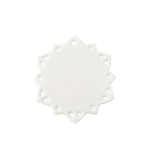 <title>雪の結晶をイメージしたきめ細かな透かしの入ったオーナメントです 特殊な焼成法による表裏施釉の為 両面つるつるです 白磁 オーナメント 雪スカシ 日本製 磁器 陶絵付け ポーセリンアート 卓抜 クリスマスオーナメント 雪結晶風 陶板 透かし ショップ 販売 通販 テーブルウェアファクトリー</title>