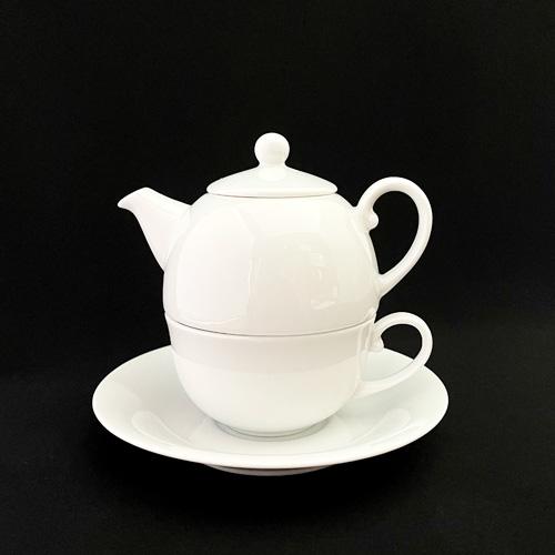 おひとり様用のティータイムセット。小ぶりなセットなので手軽にお使いいただけます。収納もコンパクト♪ ティーフォーワン(ポット×1 カップ×1 ソーサー×1)日本製 磁器 ポット 陶器 白 おしゃれ 可愛い 1人用 コーヒー 紅茶 キッチン雑貨 ナチュラル 北欧風 陶絵付け ポーセリンアート チャイナペイント 白磁 ショップ 販売 通販 テーブルウェアファクトリー
