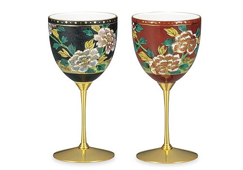 ワイングラスとしても、インテリアとしても美しい!テーブルを華やかに彩るワンランク上のグラスは、いかがでしょうか。 伝統工芸品 贈り物にも最適!九谷焼♪ペアワイングラス♪牡丹
