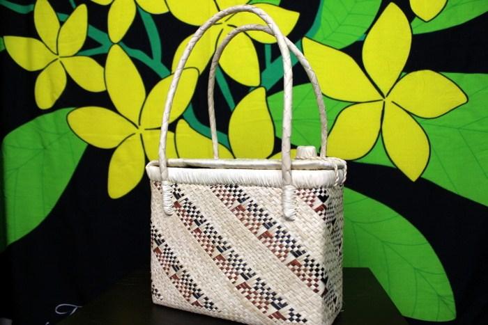 タヒチの手作りカゴバッグ(パニエ)5パンダナスの葉を編んで作った全て一点物【タヒチの伝統工芸品】