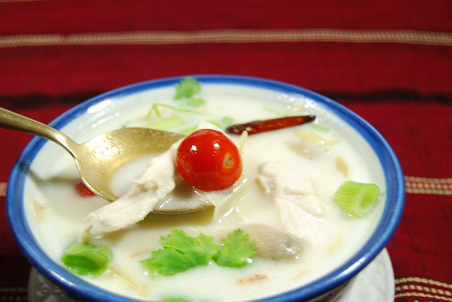 アジアン エスニック食材部門 お見舞い 1位入賞ココナツミルク チキン 人気のタイ料理 大人気 しょうがのタイ風スープやさしい味わいのスープで女性に人気 ココナツミルクとしょうがのタイ風スープ トムカーガイ☆