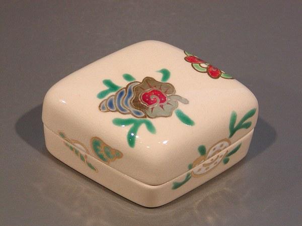 茶道具 香合菱形 海松貝(みるがい)絵花蝶窯 手塚石雲作