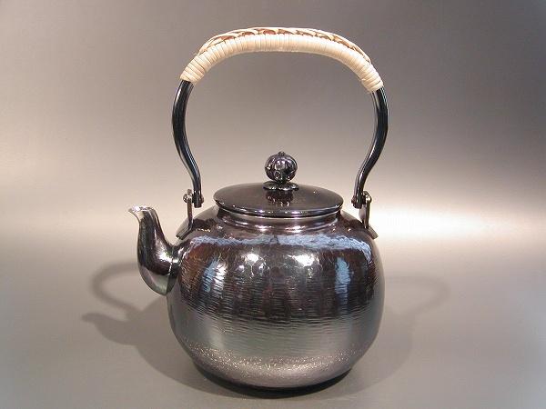 茶器・茶道具銀瓶 丸型 湯沸銀燻(ギン イブシ)仕上秀峰堂作