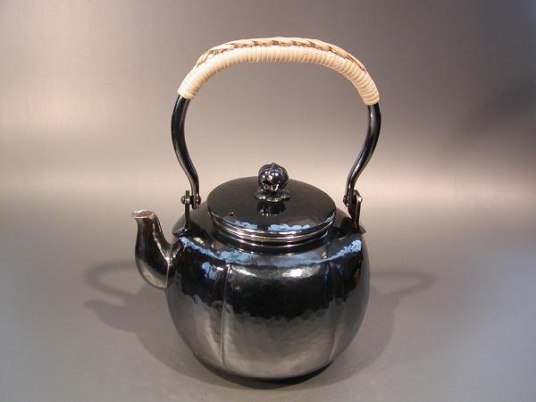茶器・茶道具銀瓶 阿古陀(あこだ)型 湯沸銀燻(ギン イブシ)仕上秀峰堂作