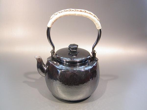 茶器 茶道具銀瓶 六角肩衝(かたつき)湯沸銀燻(ギン イブシ)仕上秀峰堂作