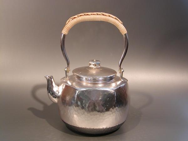 茶器・茶道具銀瓶 六角肩衝(かたつき) 湯沸銀仕上秀峰堂作