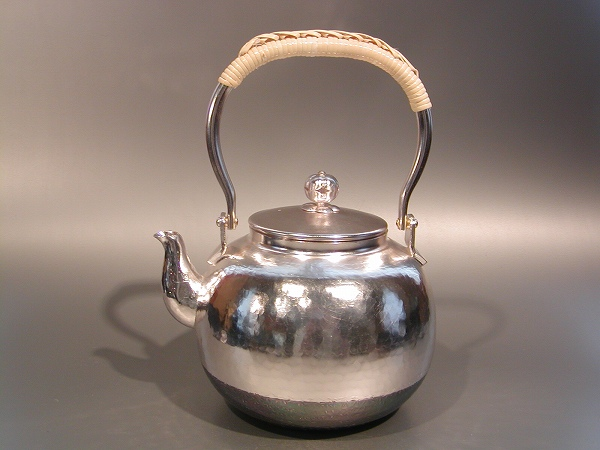 茶器・茶道具銀瓶 鎚目(つちめ) 湯沸銀仕上秀峰堂作