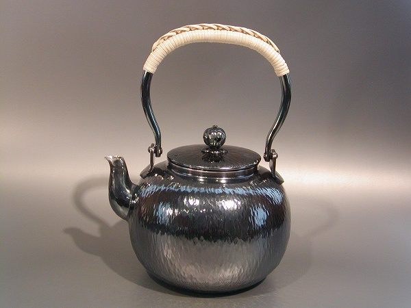 茶器・茶道具銀瓶 石目 湯沸銀燻(ギン イブシ)仕上秀峰堂作