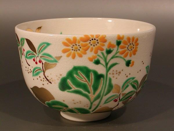 茶碗 色絵  石蕗(つわぶき)と藪柑子(やぶこうじ)、 山本閑人作
