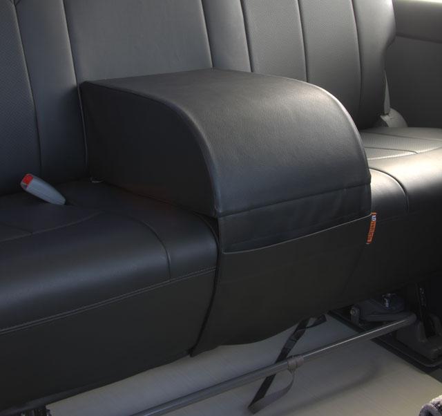 【ユーアイビークル UI vehicle】ハイエース 等にお勧め セカンドシートアームレスト ブラック 型式等:200系