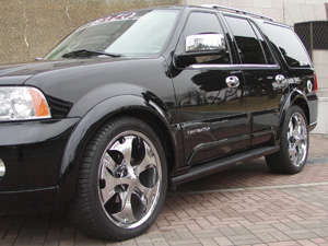 【Ultra Performance】フォード リンカーンナビゲーター 等にお勧め オーバーフェンダー [未塗装]
