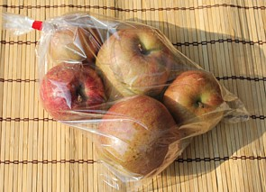 A lot of natural agricultural methods apples approximately 1 kg of the Takeshima existence machine farm ※It is the last sale only for Jonathan apples.