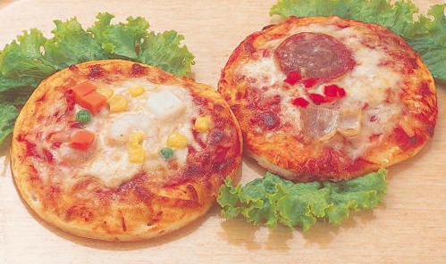 国内産小麦粉使用のピザ生地にピザソース 塩せきソフトサラミ ベーコン レッドピーマンをトッピングしました 冷凍 日岡 引出物 ミックスピザ の送料が無料となります 5インチ×3枚 ※ 冷凍品のみ 10800円以上のご注文で 冷凍便 アイテム勢ぞろい