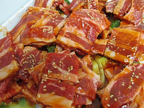 メガ盛りバーベキュー焼肉大麦牛 味付けカルビ焼肉【1Kg】(500g×2)