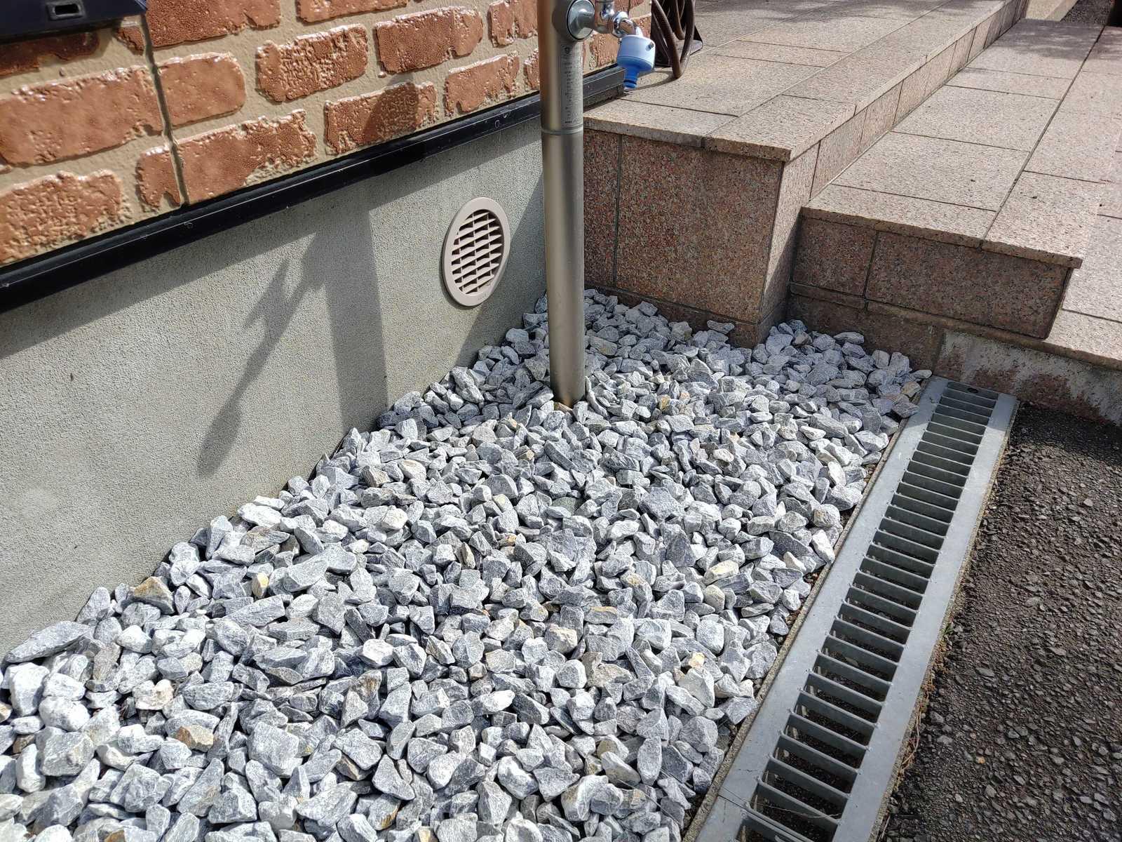 天然石を使用した砕石です 商品名:石灰石 新作通販 20~40mm 20kg ついに再販開始