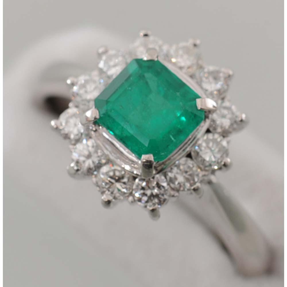 【E28】 Pt900 プラチナ 天然エメラルド 0.83ct ダイヤ取り巻き デザイン・リング(指輪) エメラルド 天然ベリル