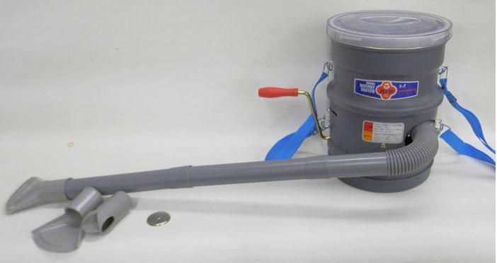 シバタ胸掛け式手回し散粒機(容量4リットル)