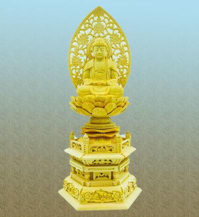 仏身の台座は六角台座、繊細な装飾彫りは存在感のある外観。おお仏壇を ...