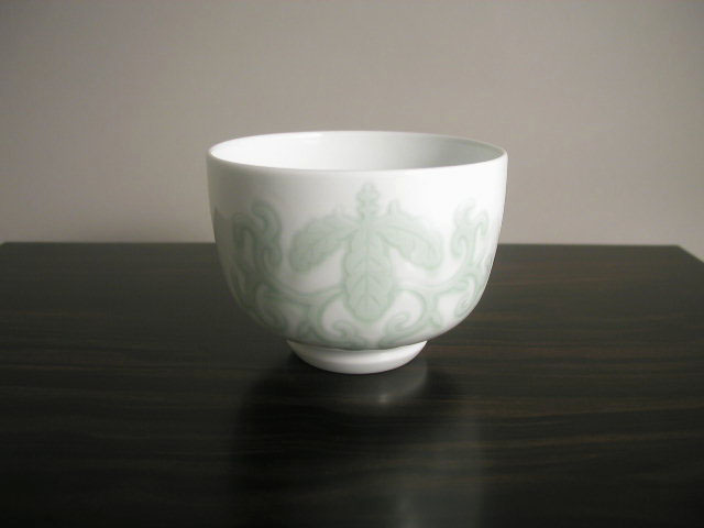 人間国宝 井上萬二作 白磁緑釉桐彫文抹茶碗